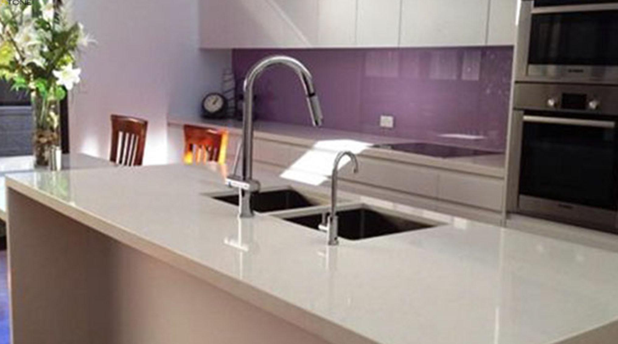 در خانهتکانی آمادگی برای آشپزخانه بیشترین زمان را در خانهتکانی به خود اختصاص میدهد. برای سروسامان دادن به آشپزخانه راههای مختلفی وجود دارد که کابینتها بهترین ابزار آن محسوب میشوند.