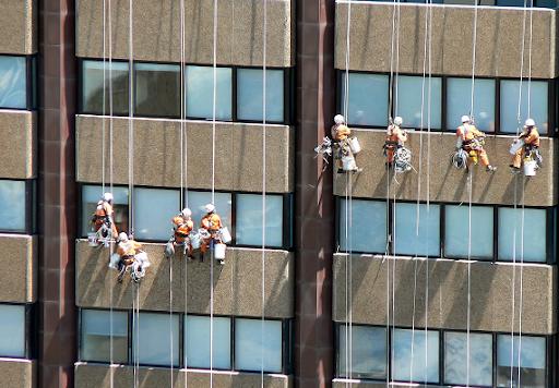 پیچ و رول پلاک ساختمان به وسیله کار در ارتفاع